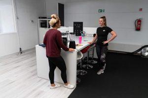 coaching gesprek in PT studio Den Haag met een personal trainer